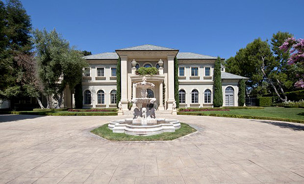Adrienne Maloof and Paul Nasiff's Los Angeles home. (Zillow)