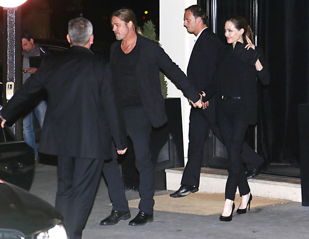 Brad Pitt and Angelina Jolie leave dinner at Il Vino. (Splash News)
