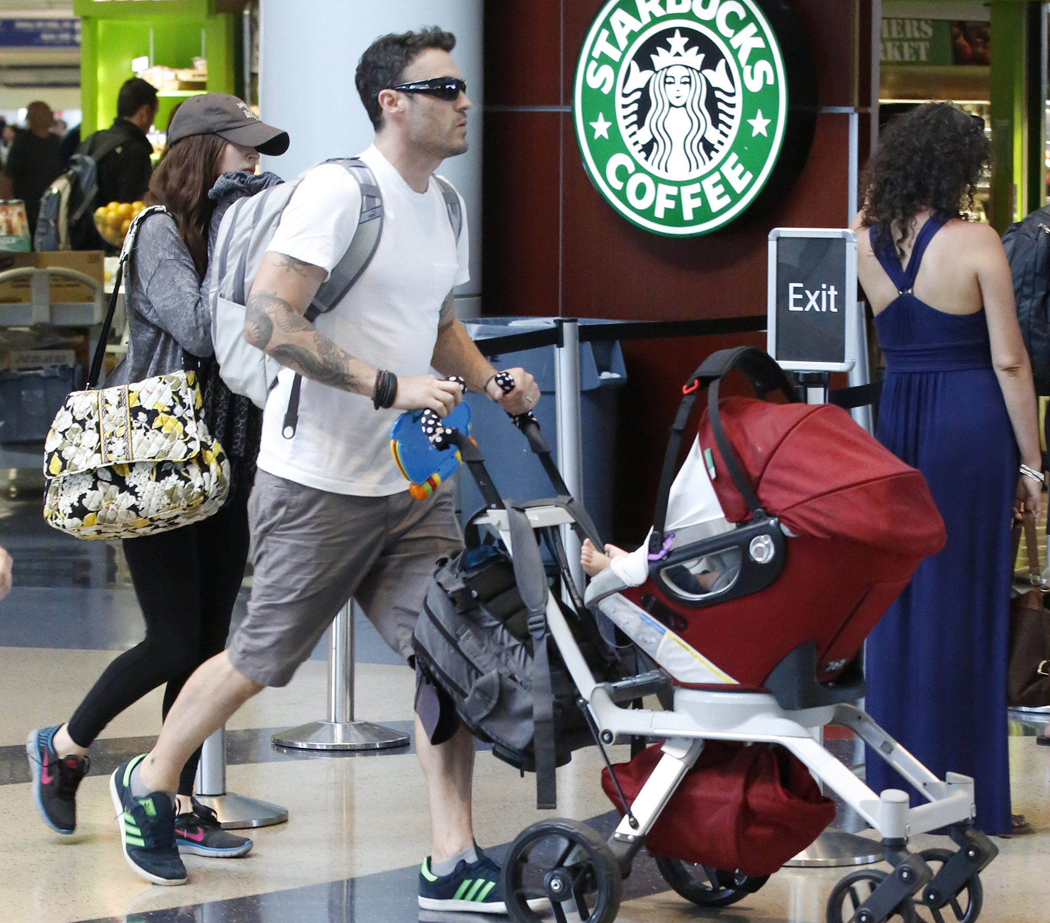 Megan Fox, Brian Austin Green, and their son's feet (Sharky/Splash News)