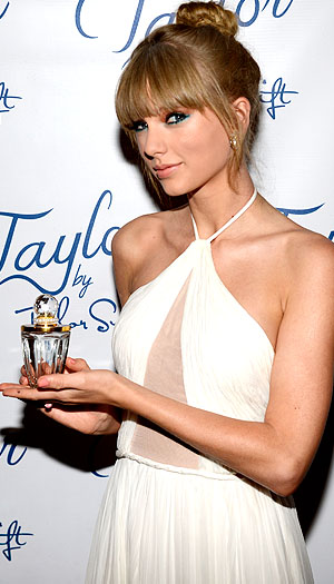 Taylor wins the Fragrance Celebrity of the Year Award. (Getty)