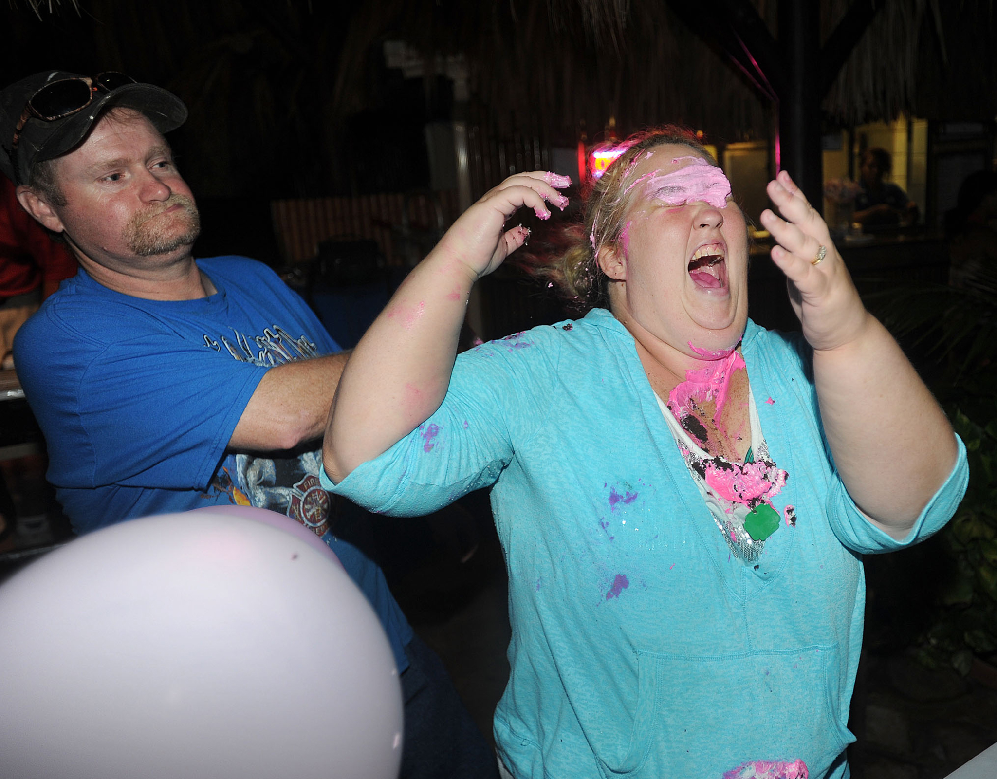 Sugar Bear and Mama June get wild with the cake! (Splash)