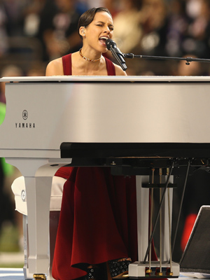 Alicia Keys performs the National Anthem (Christopher Polk/Getty Images)