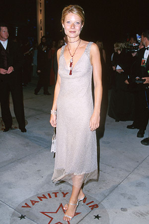 Gwyneth Paltrow says she wore this dres to the 2000 Oscars in order to disappear. (J. Vespa/Wireimage)