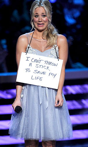 Kaley Cuoco is 'shamed' by her dog at the 2013 People's Choice Awards (Kevin Winter/Getty Images)