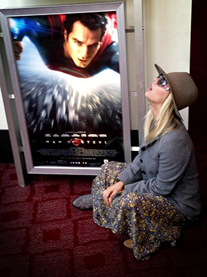 Kaley Cuoco tweets this photo after seeing 'Man of Steel' (Twitter)