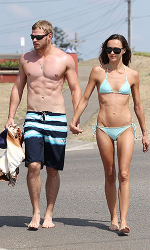 Lutz strolls with Sharni Vinson. (Grey Wasp/Blue Wasp/Splash News)