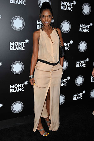 Kim Porter hits the red carpet solo. (Gregg DeGuire/WireImage)