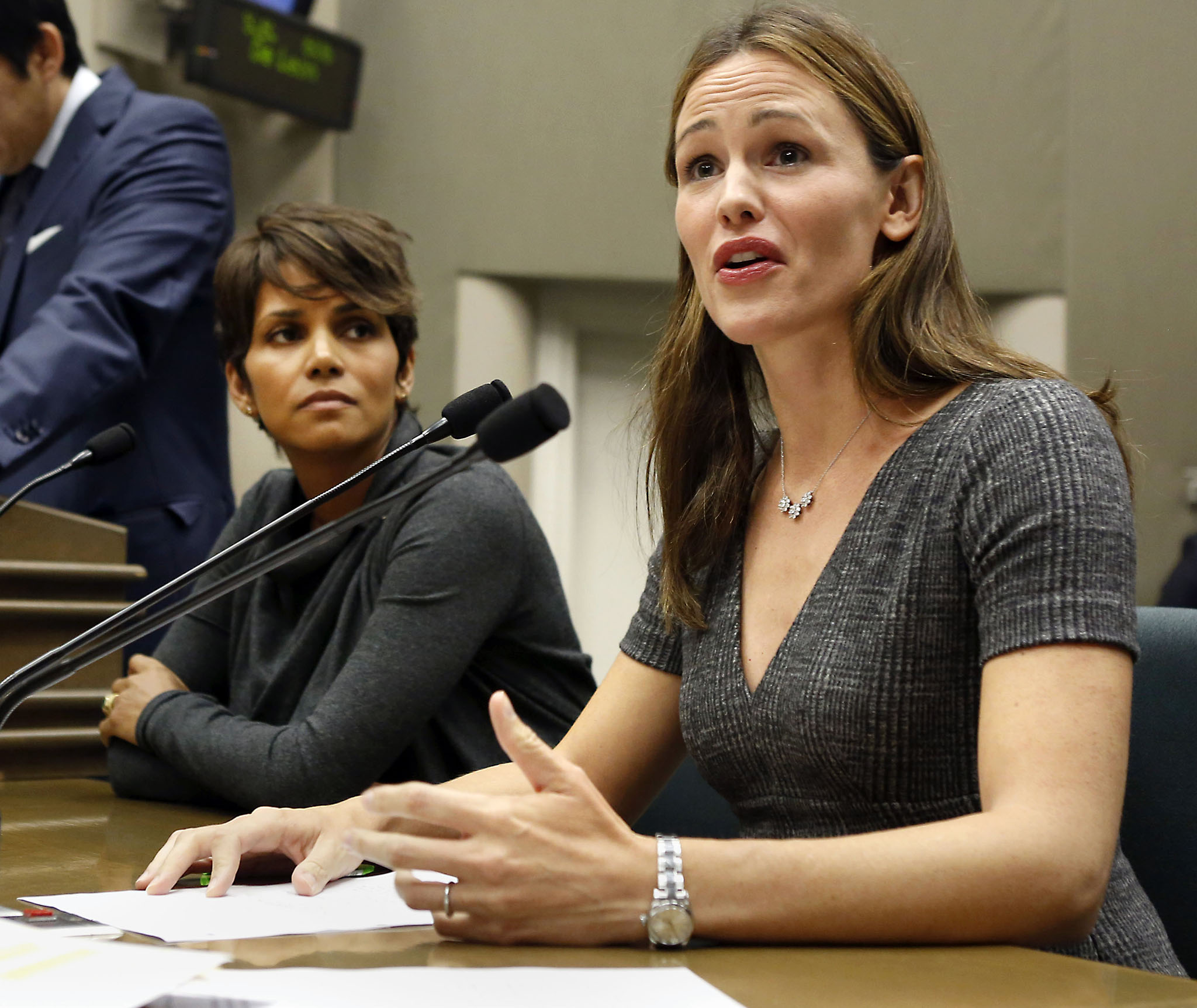 Halle Berry and Jennifer Garner on August 13 (AP Photo)