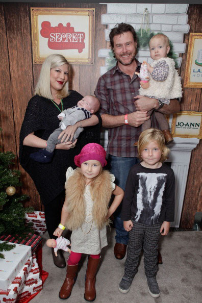 Dean McDermott, wife Tori Spelling, and their brood. (Tiffany Rose/WireImage)