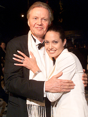 Jon Voight and Angelina Jolie in 2001. (Getty Images)