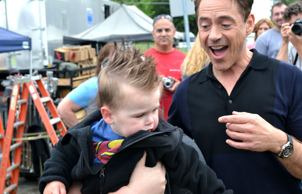 Robert Downey Jr. and the crying child (Splash News)
