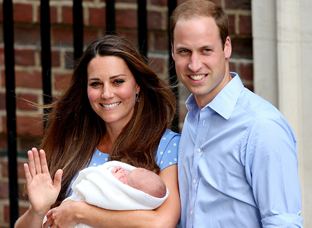Prince William and Kate Middleton greet the crowd's with Baby George. (Getty)