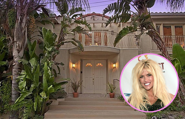 Anna Nicole Smith's former home before she died in 2007. (Chris Polk/Zillow.com/FilmMagic)