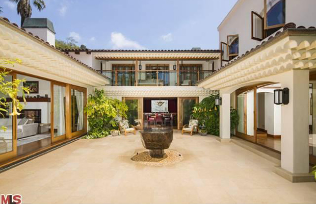 The Beverly Hills home Willis is selling. (Redfin)