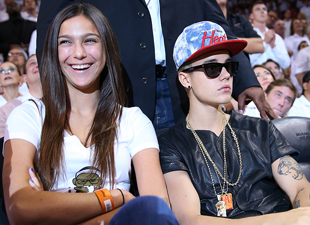 Justin Bieber hangs with mystery brunette (Getty Images)