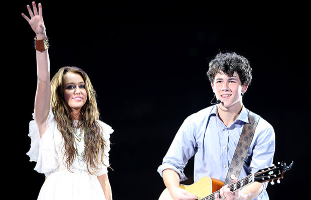 Miley Cyrus and Nick Jonas perform together in 2009. (Getty Images)