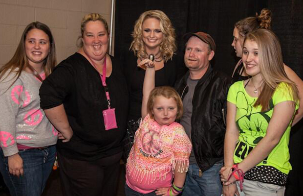 Miranda Lambert with Honey Boo Boo and family. (Twitter)