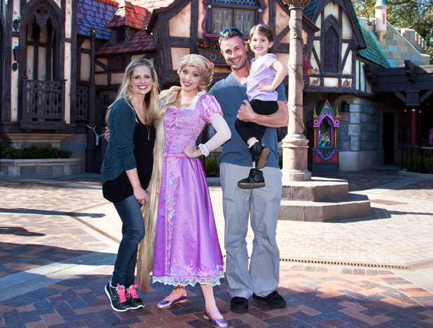 The Prinze family at Disneyland! (Getty Images)