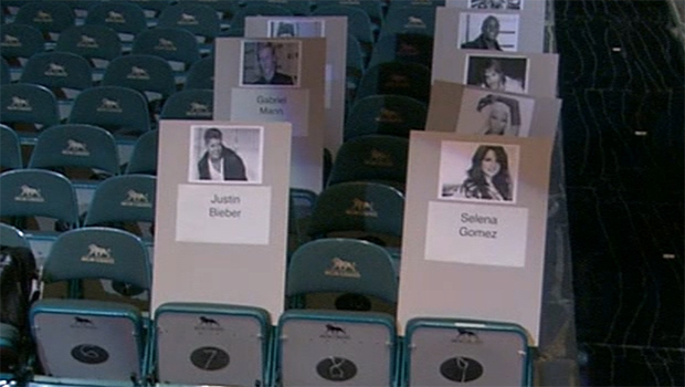 Bieber and Gomez are set to sit together at the Billboard Music Awards (omg! Insider)