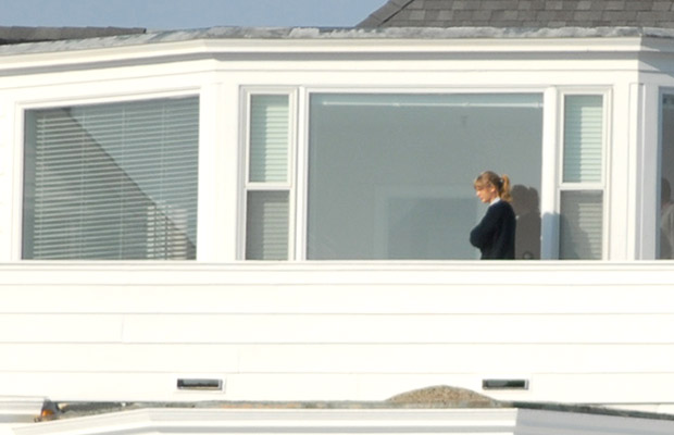 Taylor Swift touring the house on April15. (RBF/DCJ/WENN.com)