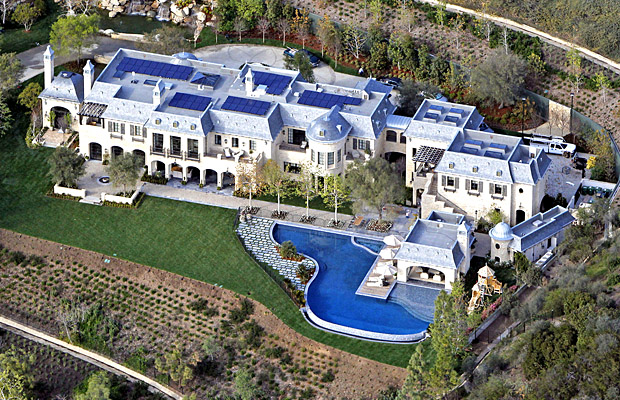 Brady and Bundchen's 22,000-square-foot home. (Splash News)