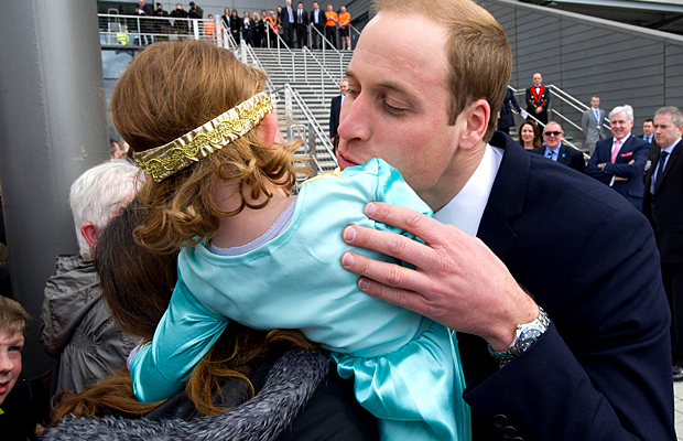 Prince William goes in for the peck ... (Splash News)