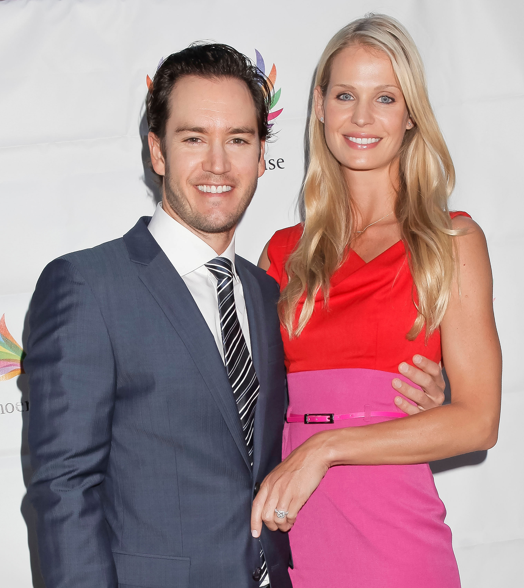 Mark-Paul Gosselaar and his wife, Catriona McGinn. (Getty)