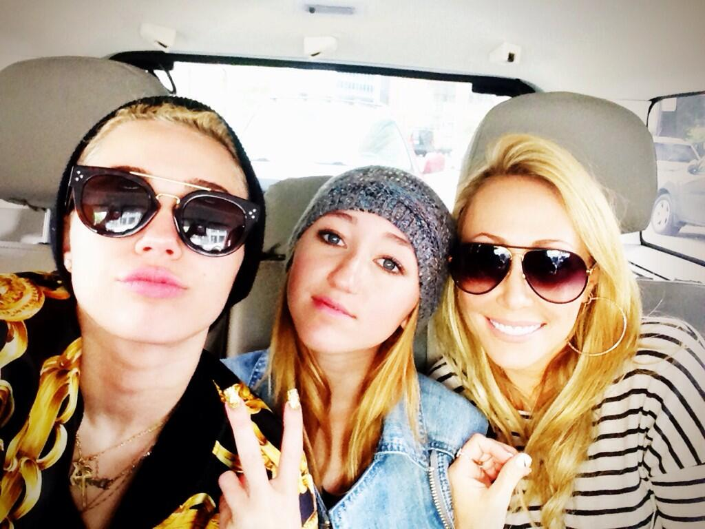 Miley, Noah, and Tish Cyrus (Instagram)