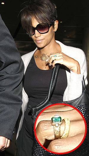Halle Berry debuts her new wedding band. (©FameFlynet)