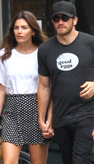 Jake Gyllenhaal gets handsy with his new girlfriend, model Alyssa Miller (Splash News)