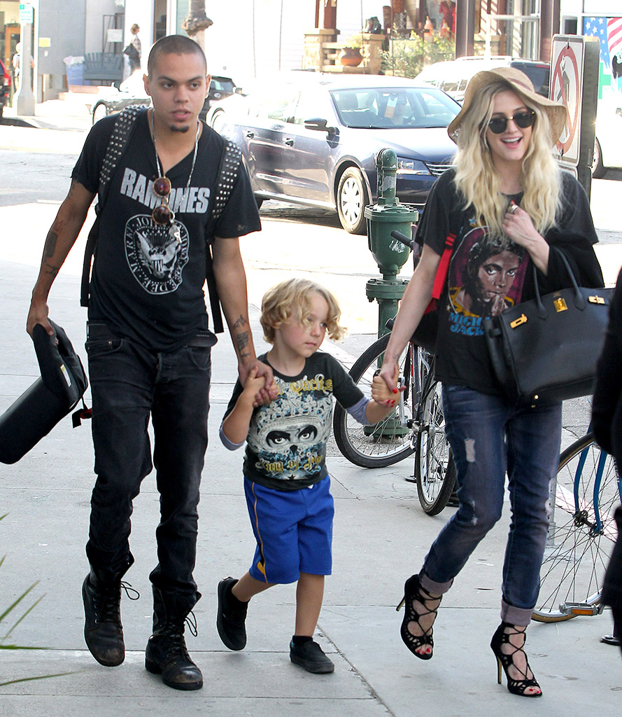 Evan Ross, Bronx, and Ashlee Simpson go for a stroll in Venice Beach (AKM-GSI)