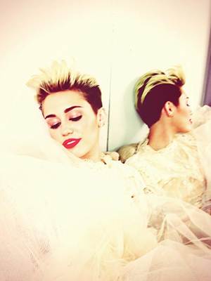 Miley Cyrus tweets a pic of what appears to be herself in a wedding dress (Twitter)