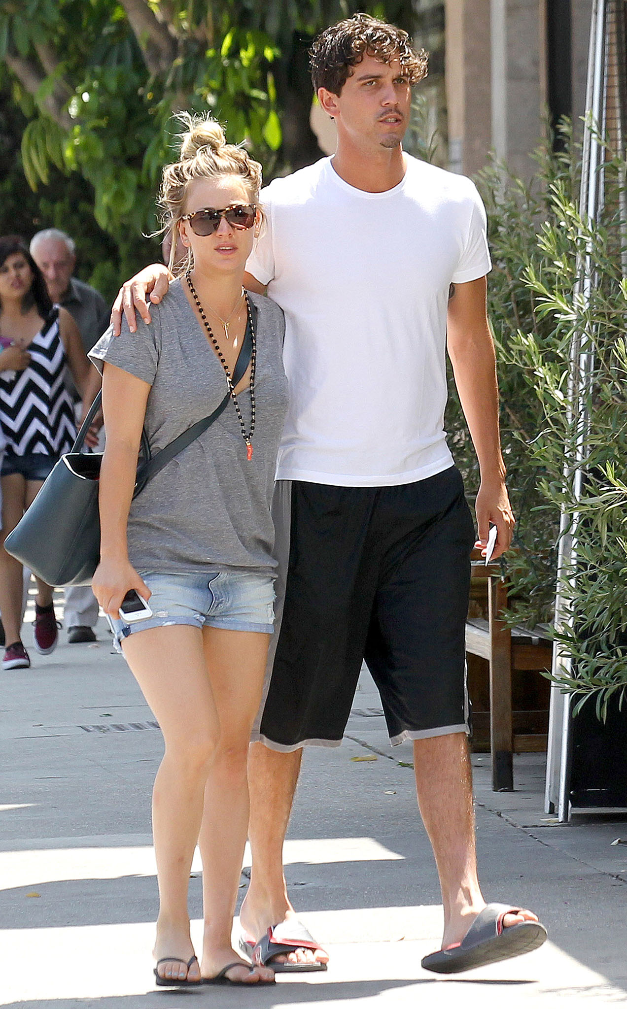 Kaley Cuoco and Ryan Sweeting look cozy on their way to lunch on Aug. 3 (AKM-GSI)