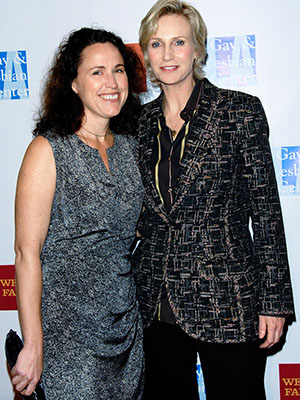 Jane Lynch and Lara Embry (Getty Images)