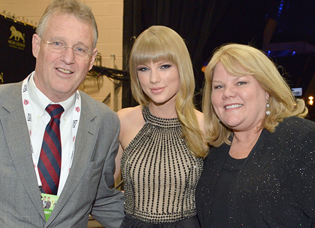 Andrea, Taylor, and Scott Swift (Getty Images)