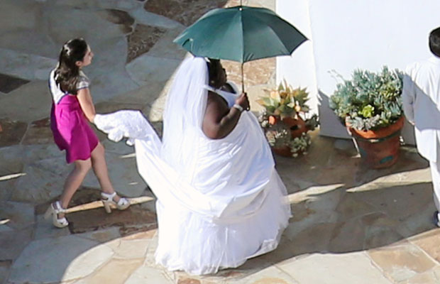 Gabourey Sidibe arrives at Jimmy Kimmel's wedding ready to walk down the aisle! (Splash News)