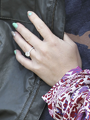 The actress's gorgeous new engagement ring (FameFlynet)