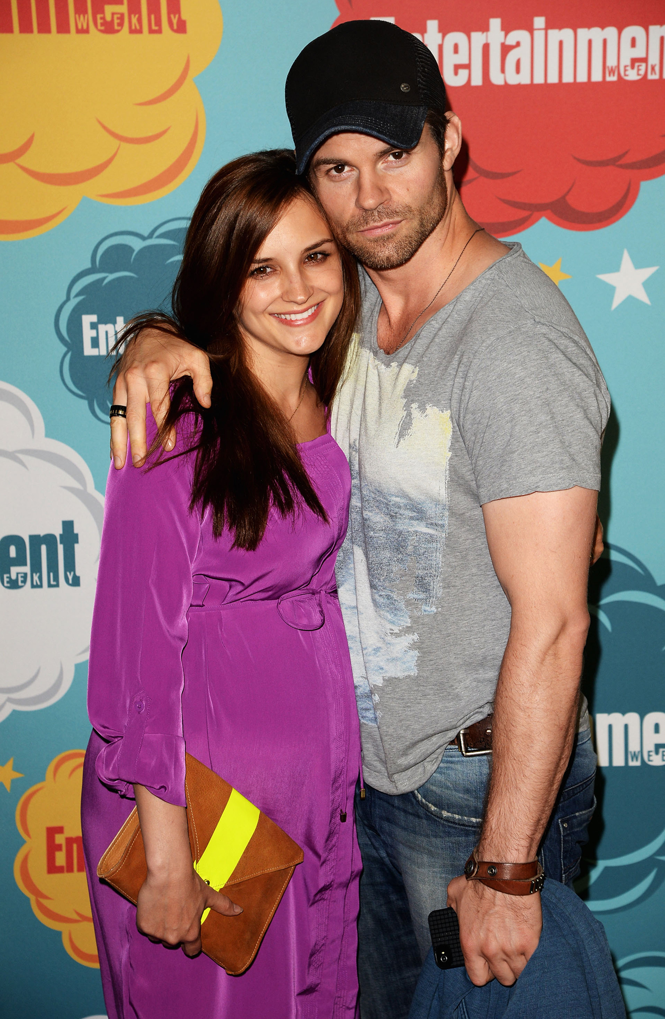 Rachael Leigh Cook and Daniel Gillies pose together. (Getty)