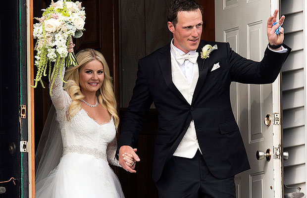 Elisha Cuthbert and Dion Phaneuf tie the knot (AP Photo)