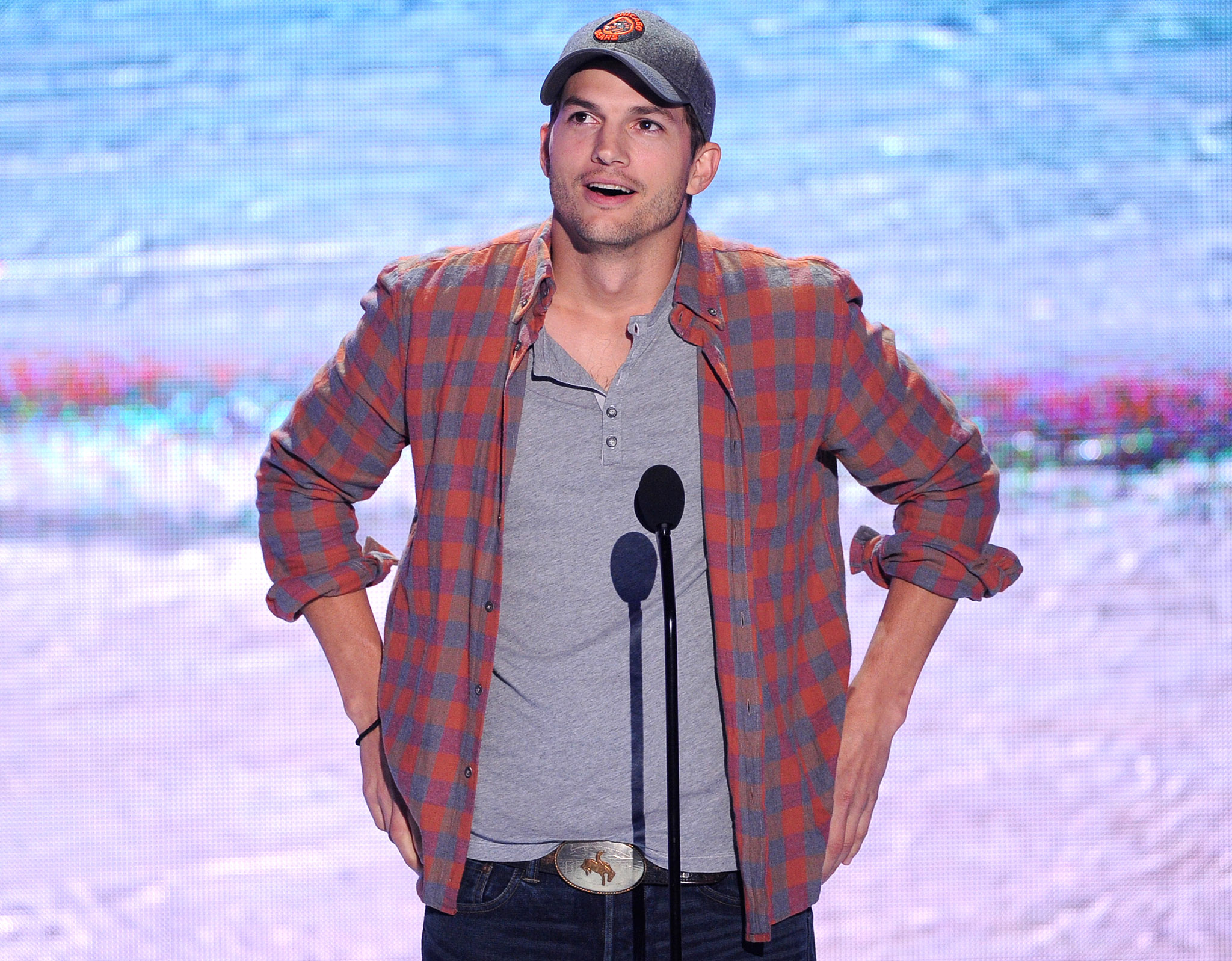 Ashton Kutcher at Teen Choice Awards (Getty Images)