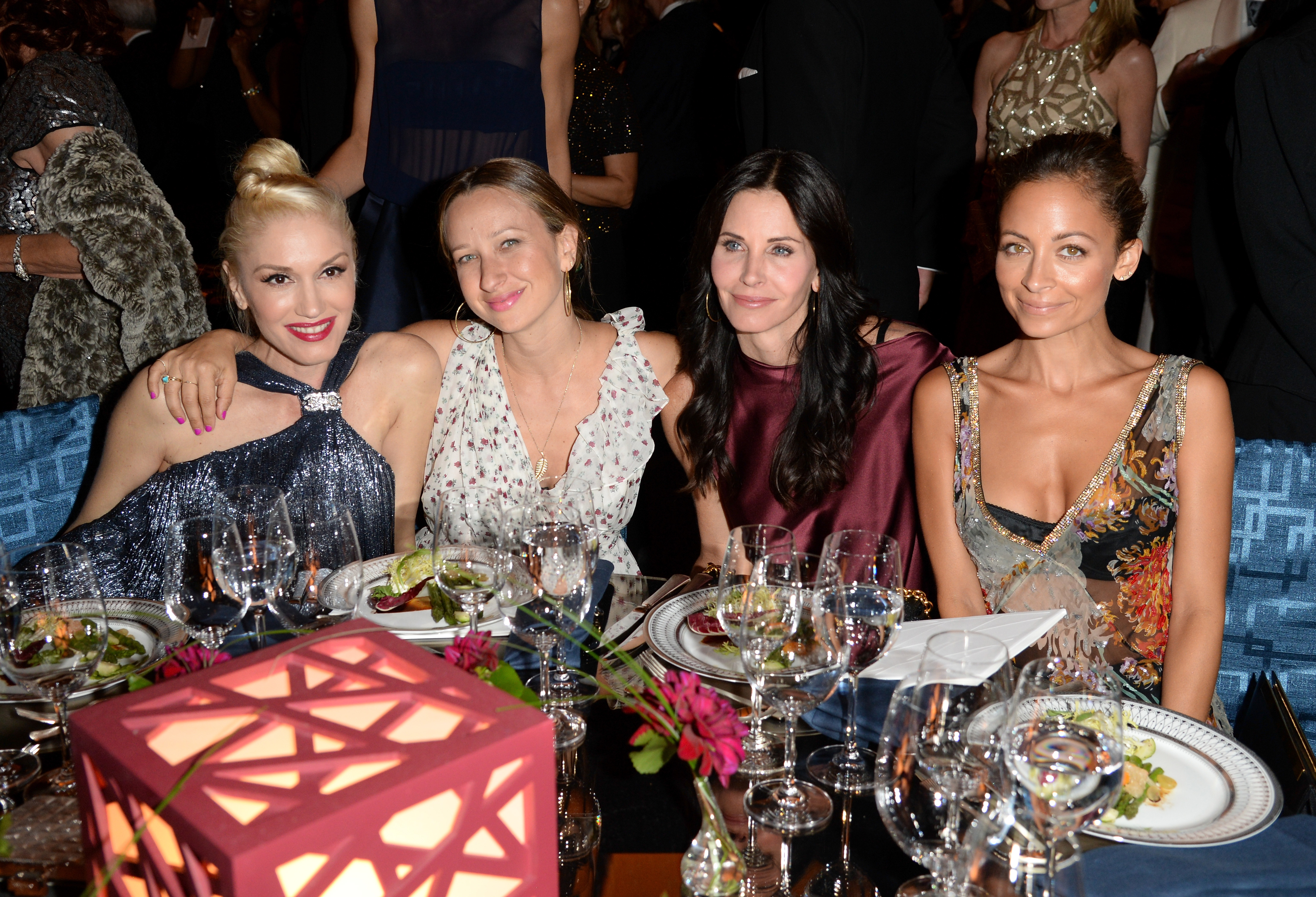 Gwen Stefani, Jennifer Meyer, Courteney Cox, and Nicole Richie catch up (Getty Images)