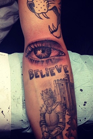 Justin Bieber shows off his new ink. (Instagram)