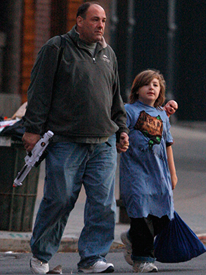 Gandolfini trick or treats with son Michael in 2008. (Marcel Thomas/FilmMagic)