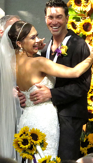 Diana DeGarmo and Ace Young tie the knot (FameFlynet)
