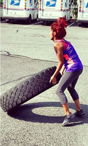 Snooki breaks a sweat with her trainer (Twitter)