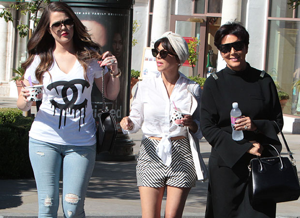 Kris, Kourtney, and Khloe grab frozen yogurt. (Fame FlyNet)