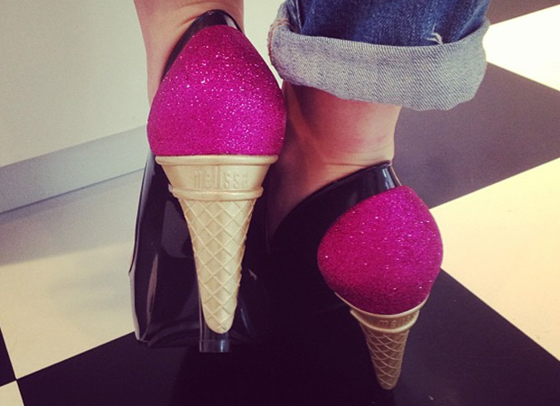 Kelly Osbourne shows off her delicious new heels. (Instagram)