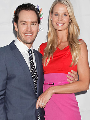 Mark-Paul Gosselaar and Catriona McGinn (Getty)
