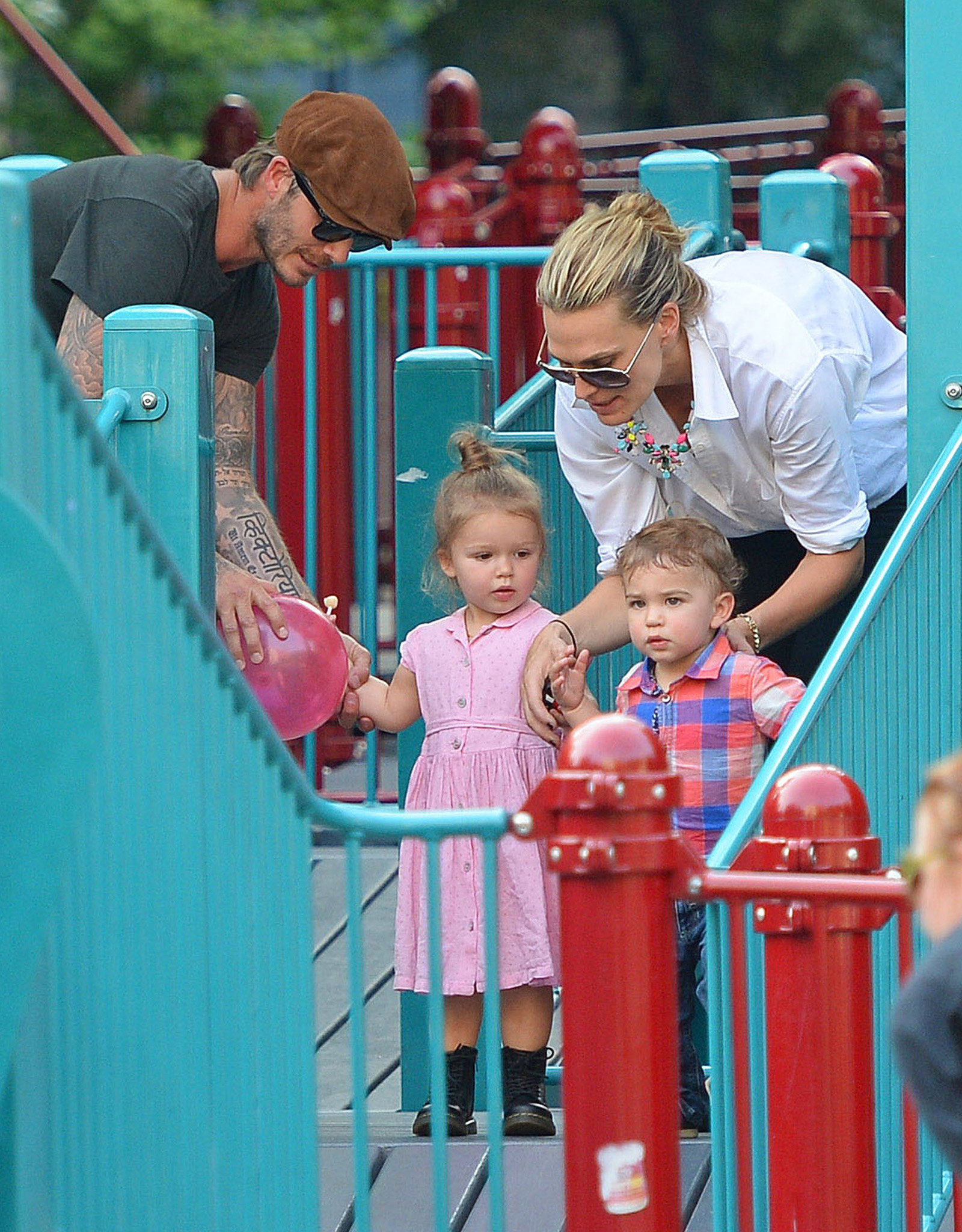David Beckham and Harper with Molly Sims and Brooks (FameFlynet)