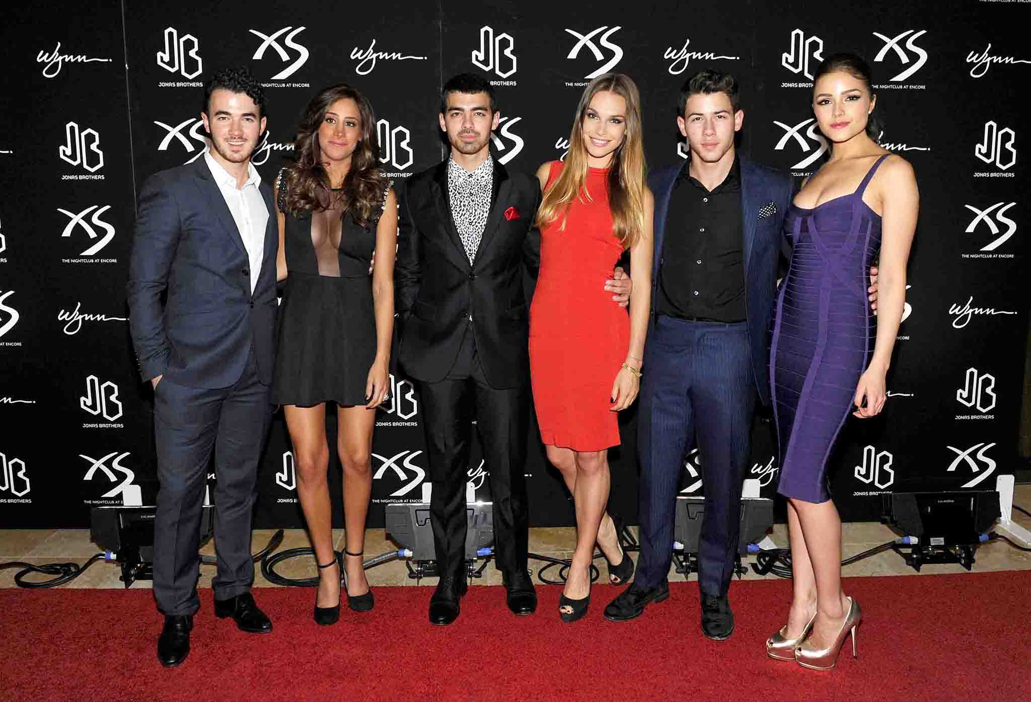 The Jonas clan gathers on the red carpet (WireImage)